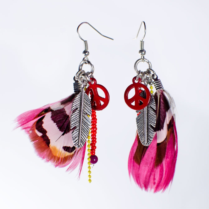 Boucles d'oreille plumes et peace and love